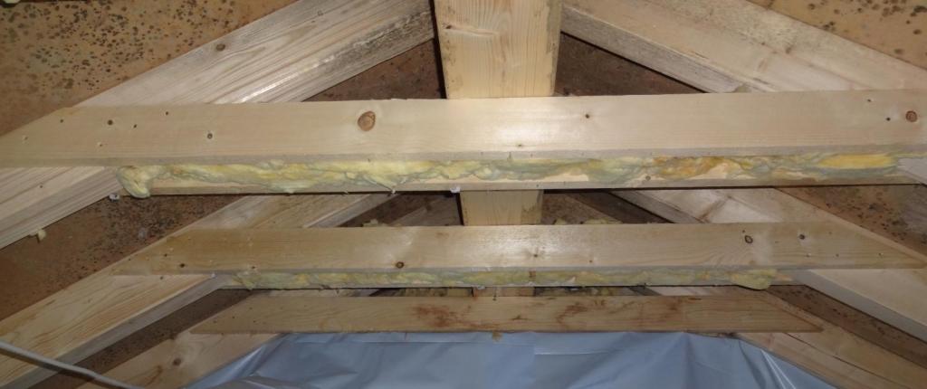 Schimmelschaden an einem Dachstuhl - Neubau | Credit: Sachverständigen-Institut-peridomus